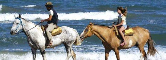 Trujillo Beach Eco Resort: Romantica cabalgata por la playa