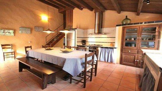 El Bosqueró de La Garrotxa: Espectacular cocina con chimenea