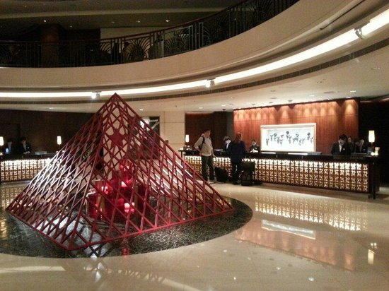 Cordis, Hong Kong: Lobby hotel of langham place with Christmas decoration
