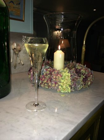 Bentley's Oyster Bar & Grill : Prosecco!