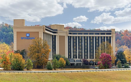 Wyndham Atlanta Galleria: Exterior Resort like setting
