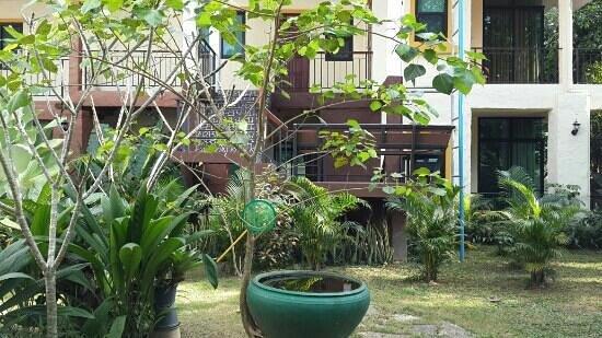 Sweet Home Place: garden around hotel
