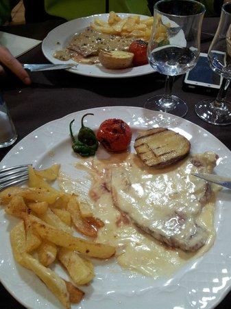 Restaurante Juquim: Bistec con salsa roquefort y a la pimienta.