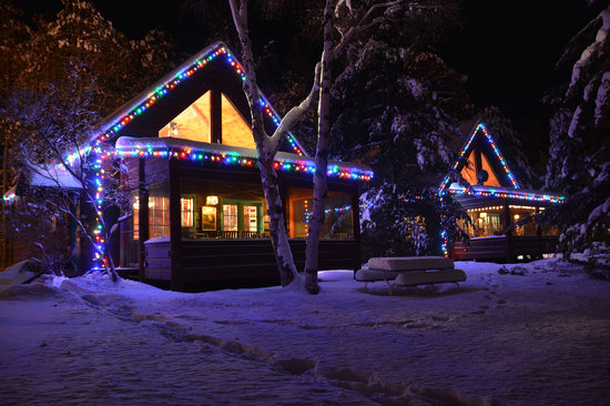 Grand Pines Resort & Motel : Cabins Decorated for the Holidays!