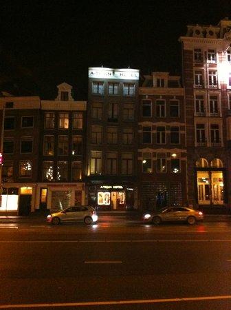A-Train Hotel: Vista de la fachada del hotel