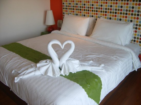"Bussaba Bangkok : Bed and stunning ""towel"" swan decoration to greet us"