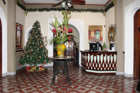 Hotel Los Balcones De Leon: Le hall d'entrée