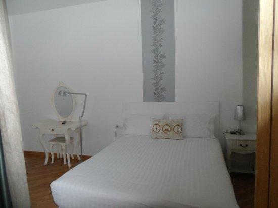 Apart-Suites Hostemplo : Habitación moderna