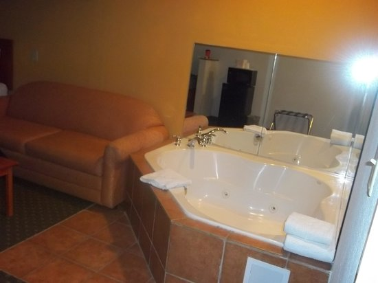 Quality Inn & Suites Hershey : 2 person whirlbath