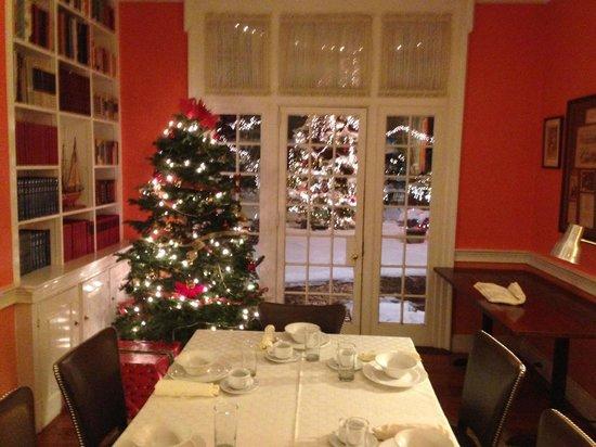 Morris House Hotel: Library Breakfast Room