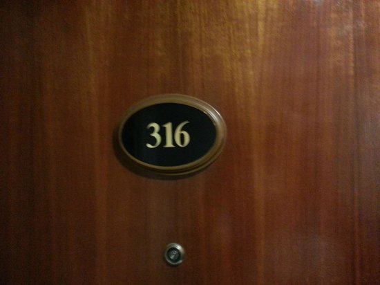 Bella Vista Waterfront: room 316 with cockroach