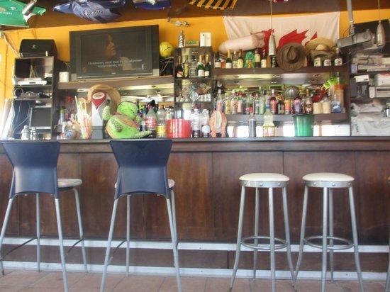 Hotel Karras: inside pool bar