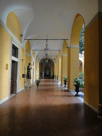 Palazzo Cardinal Cesi: Entrance hallway