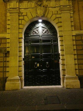 Palazzo Cardinal Cesi: Front entrance doors