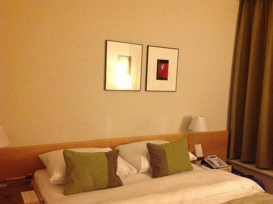 K+K Hotel Fenix: STRANGE PICTURES