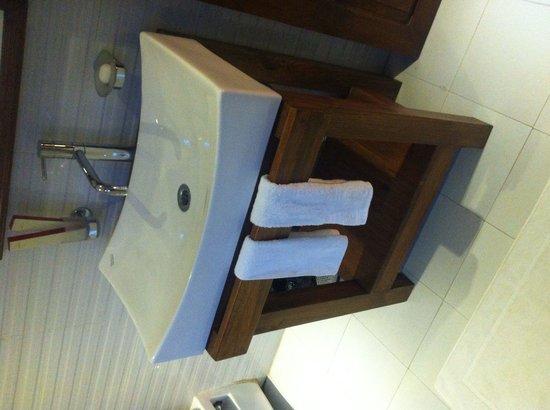 The Pear Tree: Wash basin
