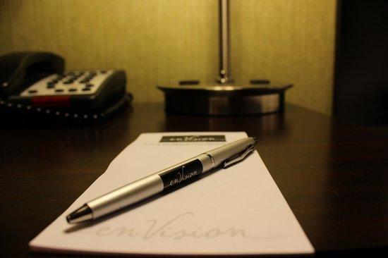 enVision Hotel Boston - Longwood : nightstand