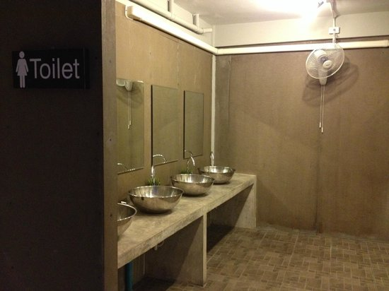 Mile Map Hostel: Female Bathroom on 2nd floor