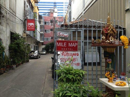 Mile Map Hostel: Outside hostel