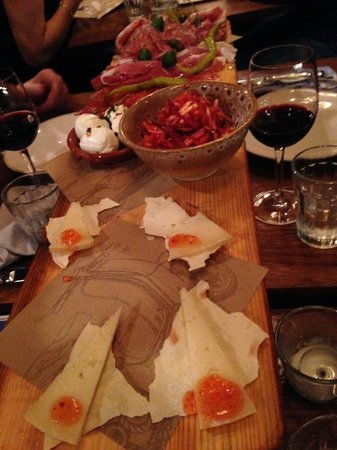 Jamie's Italian: Meat and cheese plank -Starter