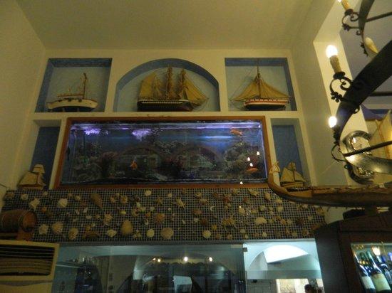 Nikos Fish Taverna: интерьер