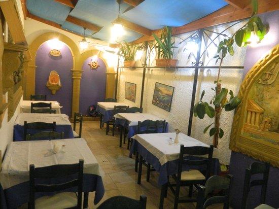 Nikos Fish Taverna: зал
