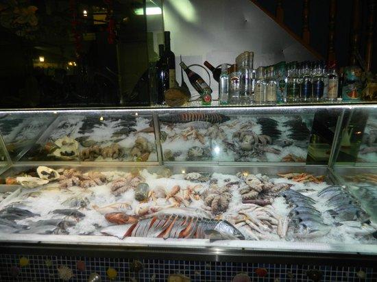 Nikos Fish Taverna: витрина