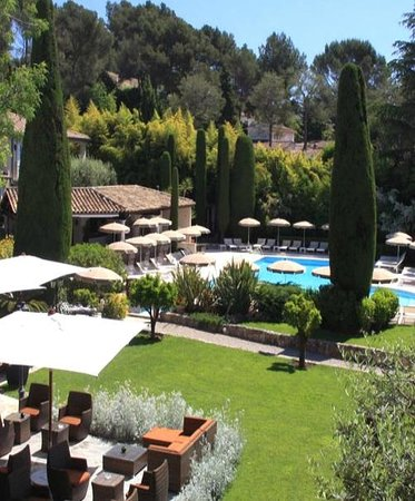 Hotel de Mougins : Garden, swimming pool and cypresses in Mougins.
