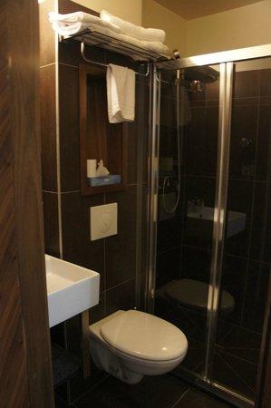 Art Hotel Eiffel: Banheiro