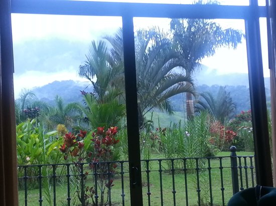 Arenal Kioro Suites & Spa: view from room 103...gardens & volcano in background