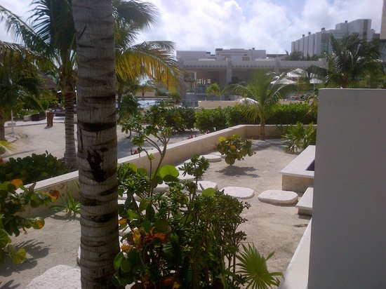 Beloved Playa Mujeres: More view towards room next to us