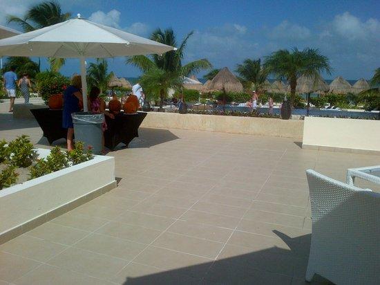 Beloved Playa Mujeres: Dining patio by pool