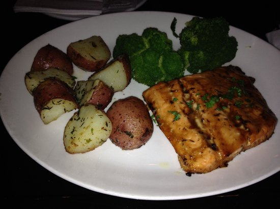 Eagle Grill & Oyster Bar: Baked salmon