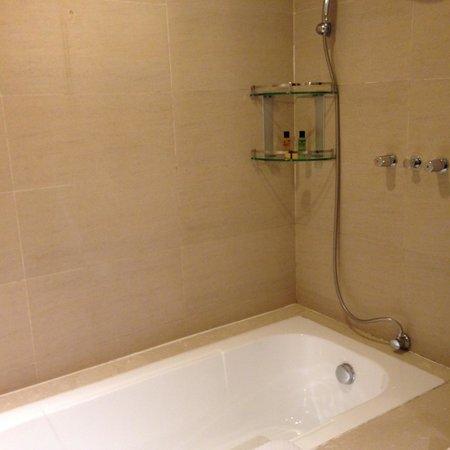 Grand Bay View International Hotel Dali: Faulty shower