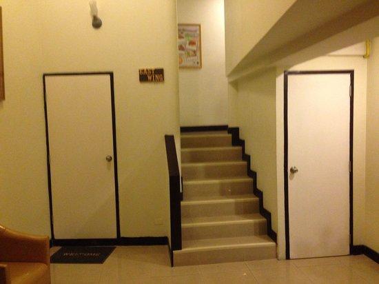 Khaosan Palace Hotel: Лестница