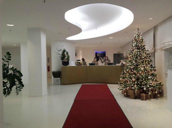 Ellington Hotel Berlin: Reception Area