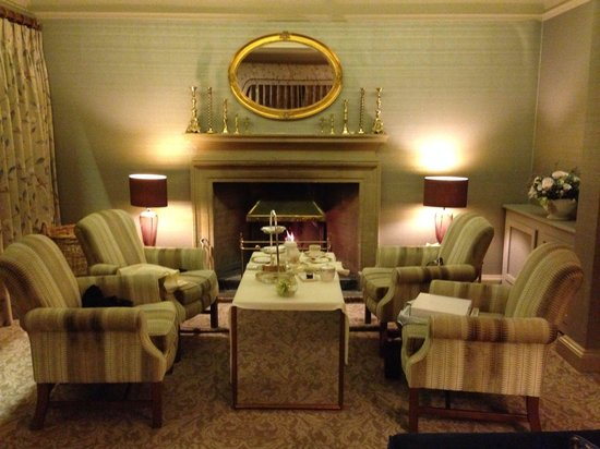 Mallory Court Hotel: Afternoon tea by the log fire