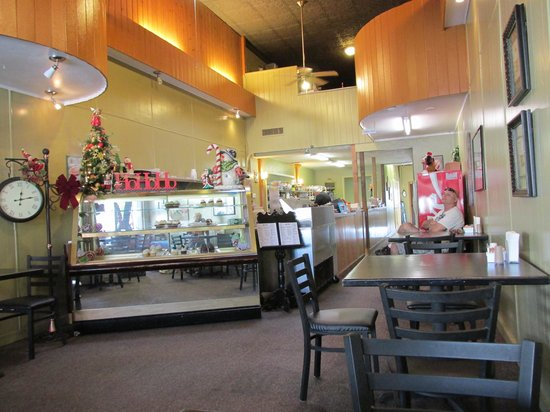 Cupcake Time Cafe' : Interior