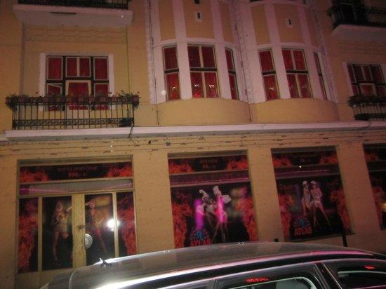 K+K Hotel Fenix: Gentlemans club opposite hotel