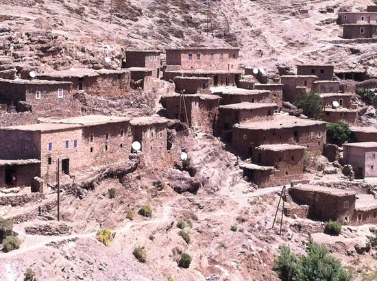 Tours Of Peace & Morocco Holidays - Day Tours: along the road in the high atlas