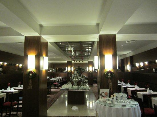 K+K Hotel Fenix: Breakfast room