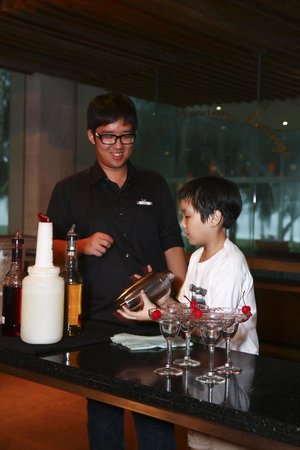 Club Med Cherating Beach: Cocktail Making Lesson