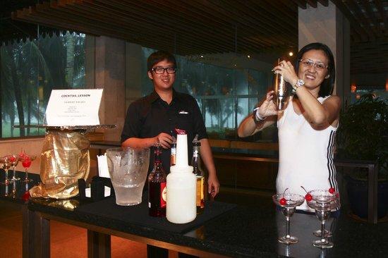Club Med Cherating Beach: Mummy Mixing the Margarita