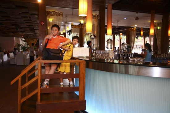 Club Med Cherating Beach: The Childre's Bar