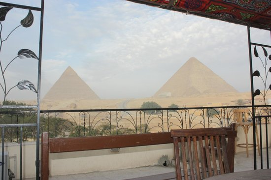 Pyramids View Inn: View from Dining Table on Roof