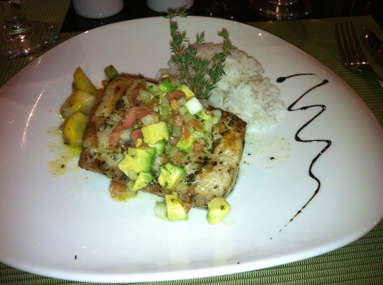Cafe Conchal & Wine Bar: Mahi Mahi with avocado