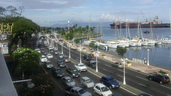 Tiare Tahiti Hotel: Vue sur le boulevard
