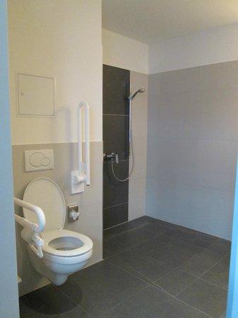 Five Elements Hostel Leipzig: Baño