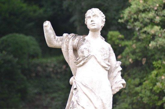 Palazzo Giardino Giusti: Lindas esculturas!