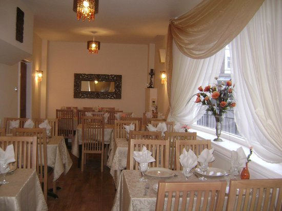 Westcliff-on-Sea, UK: Inside Akdeniz Restaurant